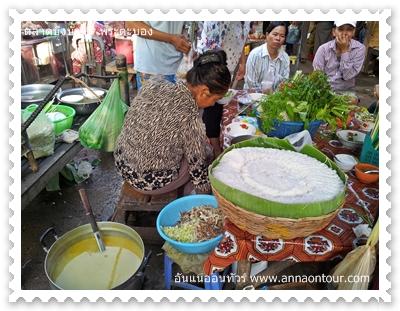 ร้านขนมจีนในตลาดเช้าสระบัว