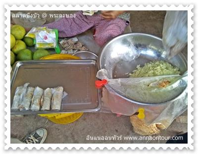 ขนมซอยที่ขายในตลาดเช้าพระตะบอง