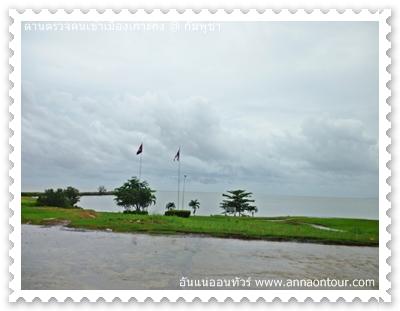 ธงชาติไทย และธงชาติกัมพูชา ที่ชายแดนเกาะกง