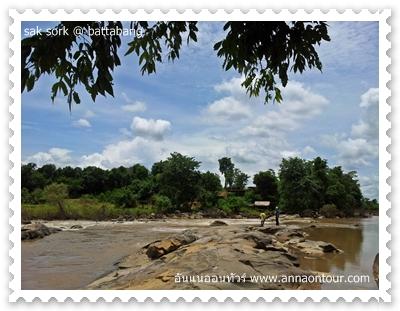 มีหินกั้นบริเวณที่แคบของแม่น้ำ