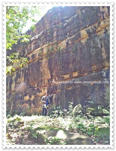 กำแพงหินสูงมาก