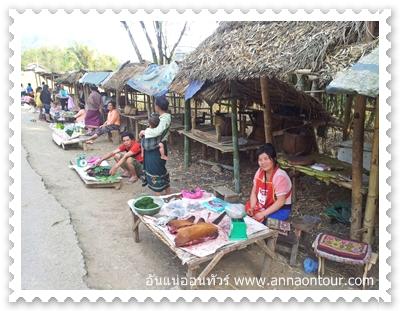 ร้านขายพัน เยือง ริมถนนทางไปเมืองเวียงไซ