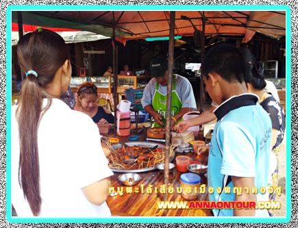 ชาวพม่ากินหมูเสียบร้านนี้เด็ดในตลาดพญาตองซู