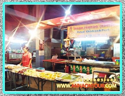 ร้านขายผลไม้ขนมในตลาดสดเทศบาลระนอง