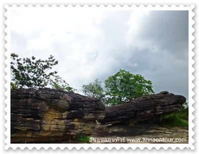 หินที่เกิดจากการพิงกันตามธรรมชาติ